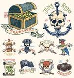 Ensemble de graver, tiré par la main, vieux, labels ou insignes pour les corsaires, crâne à l'ancre, trésors, drapeau, perroquet  Photographie stock libre de droits