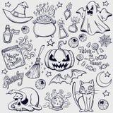Ensemble de griffonnage de caractères et d'attributs de Halloween illustration libre de droits