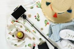 Ensemble de l'habillement des femmes, pullo blanc de graphique de cactus d'accessoires Images libres de droits