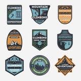 Ensemble de label d'isolement par vintage d'alpinisme illustration de vecteur