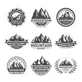 Ensemble de label d'isolement par vintage d'explorateur de montagne illustration stock