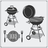 Ensemble de labels de BBQ et de gril Emblèmes et insignes de barbecue Illustration de monochrome de vecteur Photos libres de droits