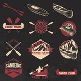 Ensemble de labels de club de canoë, d'insignes et d'éléments de conception illustration de vecteur