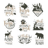 Ensemble de labels de parc national de l'Alaska Illustrations tirées par la main de vecteur de protection des forêts Images stock