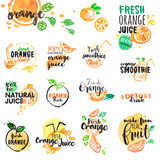 Ensemble de labels tirés par la main d'aquarelle et signes de jus d'orange et de smoothies Image libre de droits