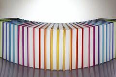 Ensemble de livres colorés par arc-en-ciel Photographie stock libre de droits