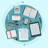 Ensemble de livres, d'eBook et de papeterie pour votre conception Image stock