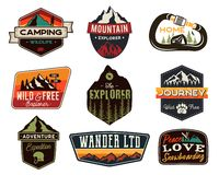 Ensemble de logos d'extérieur de cru Insignes tirés par la main de voyage de montagne, emblèmes de faune Concepts campants de lab illustration stock
