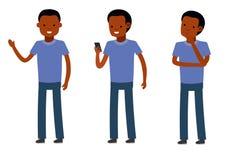 Ensemble de mâle, poses debout, parlant au téléphone, ayant une coupure, fond blanc Photo libre de droits