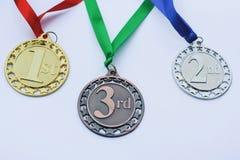 Ensemble de médailles d'or, argentées et de bronze récompenses photo stock