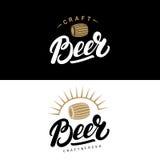 Ensemble de main de bière écrit marquant avec des lettres des logos, labels, insignes pour la brasserie, société de brassage, bar Image stock