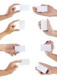 Ensemble de main retenant la carte de visite professionnelle vierge de visite Image stock