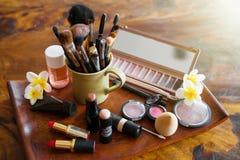 Ensemble de maquillage de femmes et d'objets de cosmétiques images libres de droits