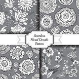 Ensemble de modèle floral sans couture de griffonnage barre Images stock