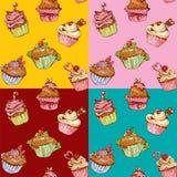 Ensemble de modèles sans couture avec les petits gâteaux doux décorés Photographie stock libre de droits