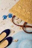 Ensemble de mode d'été Chapeau du ` s de femmes, sac, ballerines de chaussures et soleil Images stock