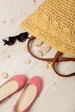 Ensemble de mode d'été Sac du ` s de femmes, ballerines de chaussures et sunglass Images stock