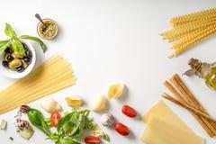 Ensemble de nourriture italienne sur le fond blanc Photographie stock