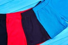 Ensemble de nouveaux shorts de coton pour des enfants en bas âge Photo stock