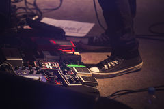 Ensemble de pédales d'effet de déformation, musique rock images stock