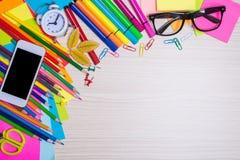 Ensemble de papeterie d'école sur la vue de bureau Image stock