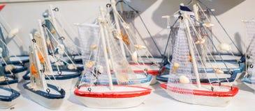 Ensemble de petits bateaux modèles colorés Images libres de droits