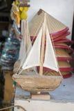 Ensemble de petits bateaux modèles colorés Photo stock