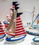 Ensemble de petits bateaux modèles colorés Images stock