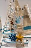 Ensemble de petits bateaux modèles colorés Photos stock