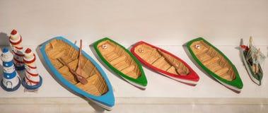 Ensemble de petits bateaux modèles colorés Photographie stock