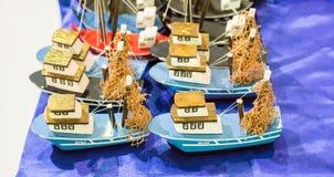 Ensemble de petits bateaux modèles colorés Photo libre de droits