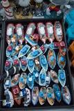 Ensemble de petits bateaux modèles colorés Image stock