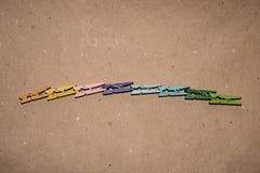 Ensemble de pinces à linge de couleur Images libres de droits