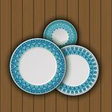 Ensemble de plats décoratifs avec un ornement tribal ethnique de travail manuel et un espace vide au centre Images stock