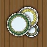 Ensemble de plats décoratifs avec un ornement tribal ethnique de travail manuel et un espace vide au centre illustration de vecteur