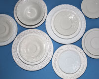 Ensemble de plats texturisés en céramique blancs photos stock