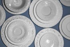Ensemble de plats texturisés en céramique blancs photo stock