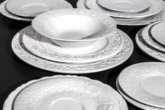 Ensemble de plats texturisés en céramique blancs images stock