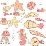 Ensemble de poissons, de coquilles, de méduses, d'étoiles de mer et de bulles dix-huit éléments Photo stock