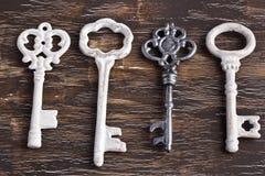 Ensemble de quatre clés antiques, un étant différent Photographie stock