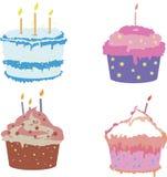 Ensemble de quatre gâteaux savoureux de tasse dans des couleurs douces Photographie stock libre de droits