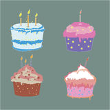 Ensemble de quatre gâteaux savoureux de tasse dans des couleurs douces Photo stock