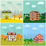 Ensemble de quatre maisons isolées dans la nature Image libre de droits