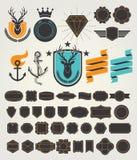 Ensemble de rétros insignes et d'étiquettes de cru Vecteur illustration stock