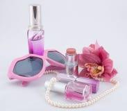 Ensemble de rose de produits de beauté dans le rose Images stock