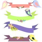 Ensemble de rubans multicolores avec les bouquets floraux et les oiseaux Photo stock