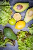 Ensemble de salade - préparation de laitue, avocat, citron, chaux Images libres de droits