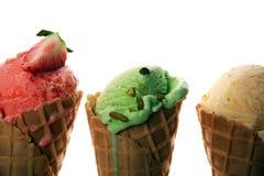 Ensemble de scoops de crème glacée de différentes couleurs et saveurs image stock