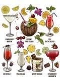 Ensemble de sept cocktails d'été avec les éléments décoratifs Image libre de droits
