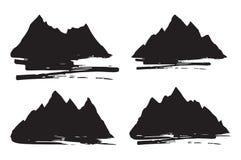 Ensemble de silhouettes de montagnes avec des courses de brosse Éléments extérieurs de conception sur le fond blanc Illustration  Photographie stock libre de droits
